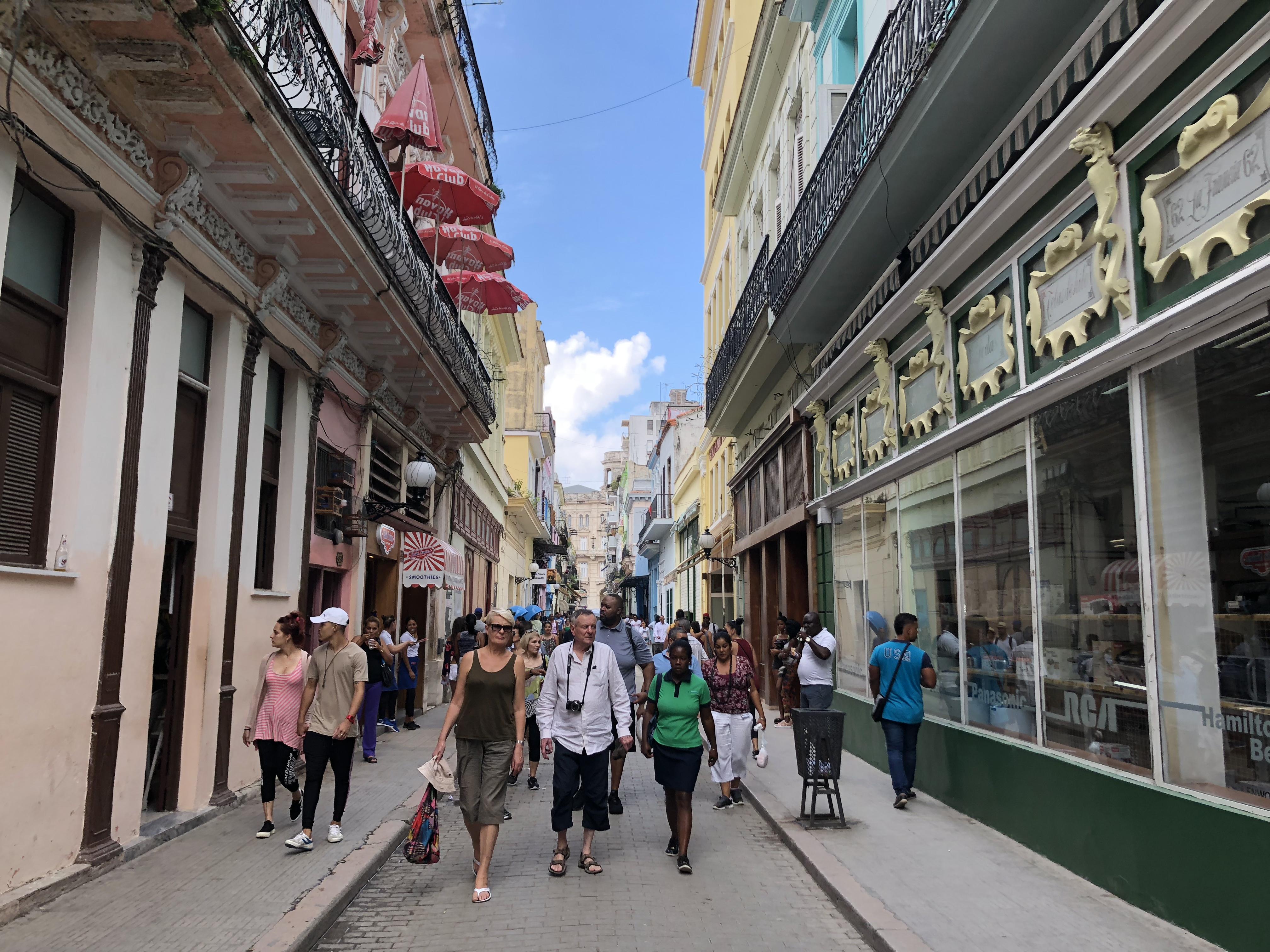 ハバナ(キューバ)ー 時が止められた街